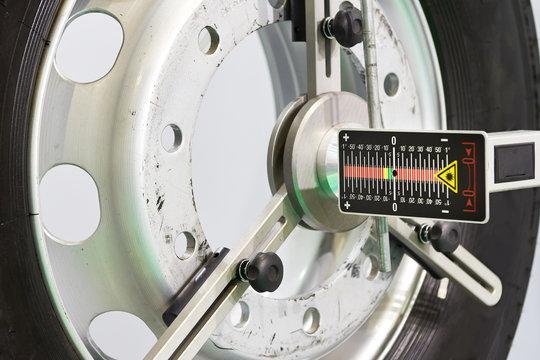 Laser sensor tool measurement system truck