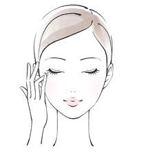 薬指で目元のケアをする女性