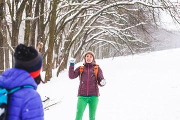 Friends play snowballs.