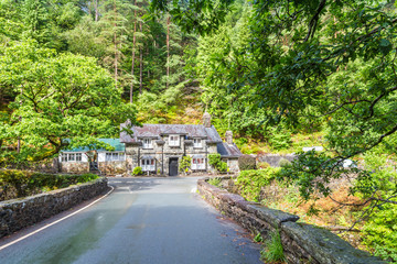 Ancient cottage along Glaslyn river running through Beddgelert valley in the heart of Smowdonia National Park in Gwynedd, Wales, UK