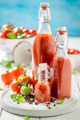 Fototapeta Homemade and tasty ketchup prepared from tomatoes obraz