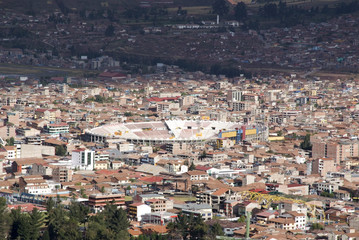Panoramic view of the city of Cuzco, with a clear blue sky