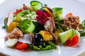 Tuna salad with vegetables