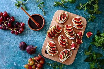 Open faced sandwiches with goat cheese and figs