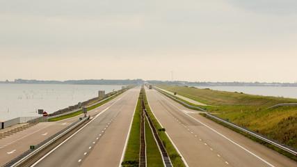 Afsluitdijk - Autobahn Damm - Holland Friesland