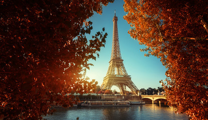 Fotobehang Eiffeltoren Seine in Paris with Eiffel tower in autumn time