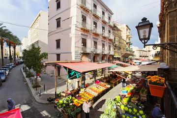 La pose en embrasure Palerme Aerial view of the Capo market in Palermo
