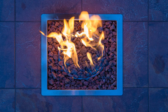Gas fire place with gravel in a square