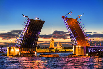Дворцовый мост Санкт-Петербурга разведен Peter and Paul Fortress through the raised Palace Bridge