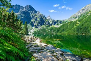 Fototapeten Gebirge Green water lake Morskie Oko, Tatra Mountains, Poland