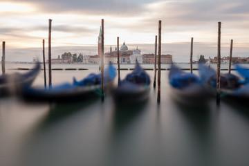 Keuken foto achterwand Gondolas Gondola's Overlooking Venice Lagoon with Church of San Giorgio Maggiore