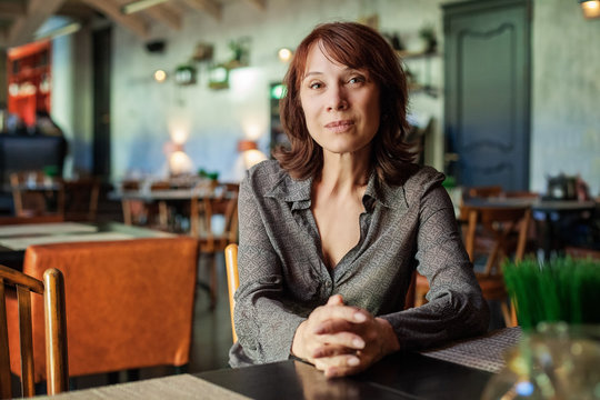 Mature woman sitting in restaurant, portrait