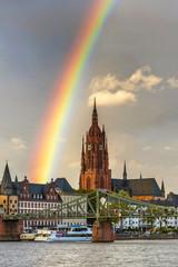 Regenbogen über dem Frankfurter Dom