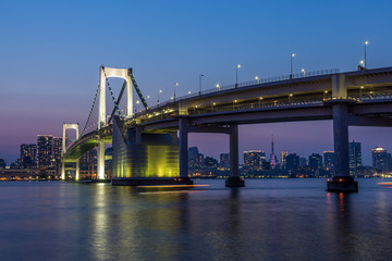 Wall Mural - Tokyo skyline and rainbow bridge at night in Odaiba waterfront