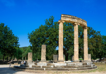Fotomurales - The ruins of ancient Olympia, Greece. Here takes place the touch of olympic flame.