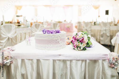 Table For Giving Newlyweds Wedding Candy Boxes White Gifts To