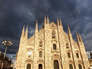 Duomo e nuvole
