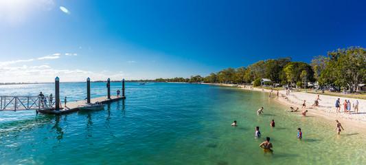 Obraz BRIBIE ISLAND, AUS - SEPT 1 2018: Beach  near the Bongaree jetty on west side of Bribie Island, Queensland, Australia - fototapety do salonu