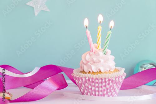 Birthday Cupcake Stockfotos Und Lizenzfreie Bilder Auf Fotolia Com