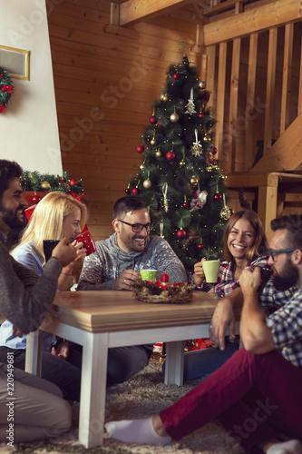 Fotos Cena Navidad Frinsa.Friends Drinking A Christmas Morning Coffee Stock Photo And