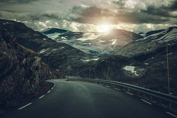 Fotomurales - Dramatic Alpine Road in Norway