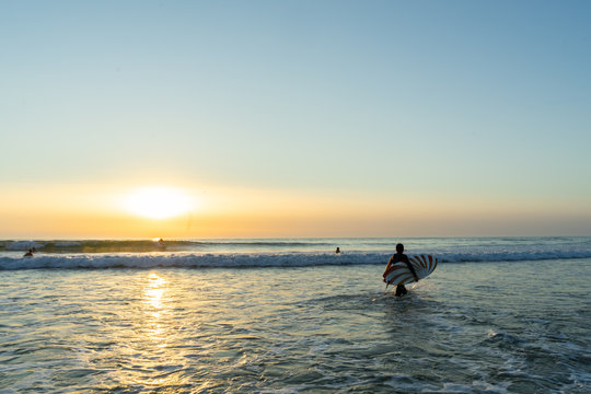 Surfeur au coucher de soleil - Hossegor