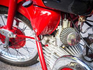 Luftfilter eines roten Motorrades Oldtimer