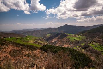 Jakobsweg - Gebirge entlang des Pilgerweges einige Kilometer nach O Cebrerio nahe der Grenze zwischen Kastilien und Leon und Galizien
