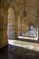 Concello de Santiago de Compostela - Unterführung des Verwaltungsgebäudes gegenüber der Kathedrale