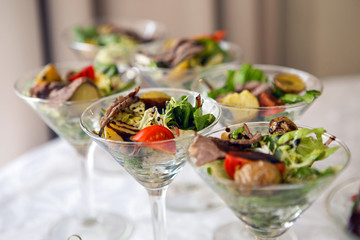 Foto op Plexiglas Buffet, Bar triangular Martini glass with a vegetable salad