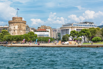 Zelfklevend Fotobehang Theater Thessaloniki, Greece - August 16, 2018: The National Theatre of Northern Greece & Aristotle's Theatre Building and White Tower in Thessaloniki.