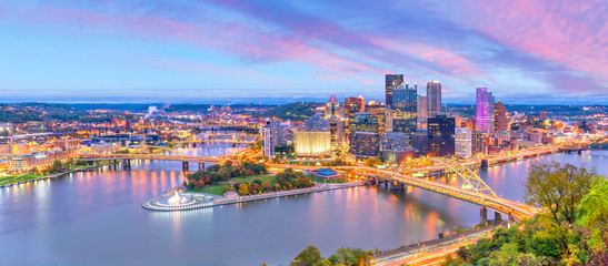 Fotobehang Verenigde Staten Downtown skyline of Pittsburgh, Pennsylvania at sunset