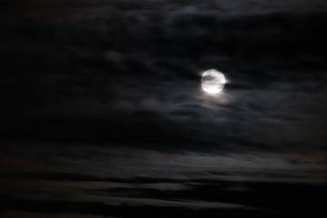 luna llena nubes5
