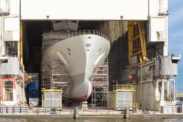 Restauriertes Schiff auf einer Werft