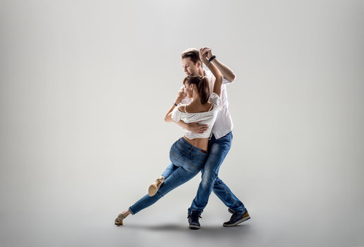 couple dancing social danse