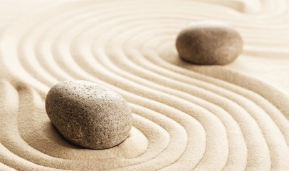 Photo sur Plexiglas Zen pierres a sable Zen stones in the sand