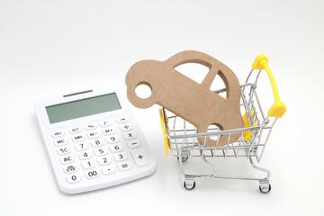 ショッピングカートと車と電卓 車購入イメージ