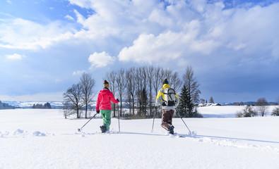 den Winter genießen bei einer Schneeschuh-Tour