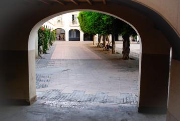 Puerta de la plaza