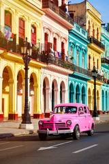 Poster de jardin Amérique Centrale Classic car and colorful buildings at sunset in Old Havana