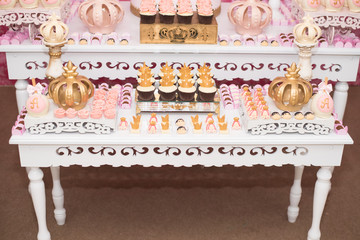 Birthday table with candies, crown theme