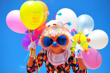 Spoed Foto op Canvas Carnaval funny kid clown with balloons