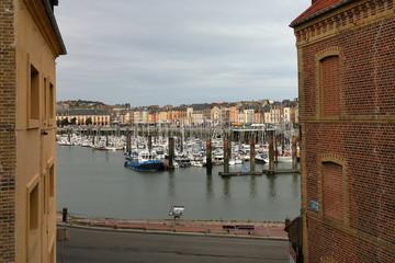 Boote im Hafen von Dieppe in der Normandie