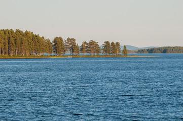 See, Abendlicht, Textfreiraum, Sommer, Schweden, Bäume, Fichten, Kiefern, Wald, Himmel, Sonne, Abendlicht, Wasser, blau, grün, Weiitblick, beruhigend, entspannung,