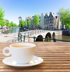 Stores à enrouleur Amsterdam Cup of coffee with view of Amsterdam, Holand Netherlands