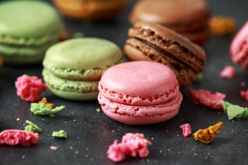 Stores à enrouleur Macarons Sweet colorful macarons dessert, almond cake, cookies. selected focus.