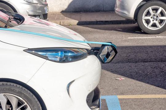 coche electrico cargando