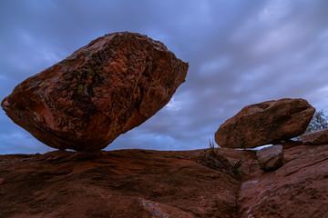 boulder teetering balance equalibrium red rock Sedona