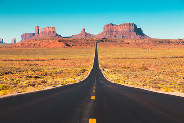 Fotobehang Verenigde Staten Classic highway view in Monument Valley at sunset, USA