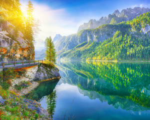 Recess Fitting Beautiful view of idyllic colorful autumn scenery in Gosausee lake Austria